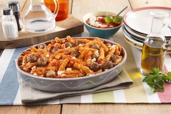 Gratin de pâtes au four aux boulettes de viande