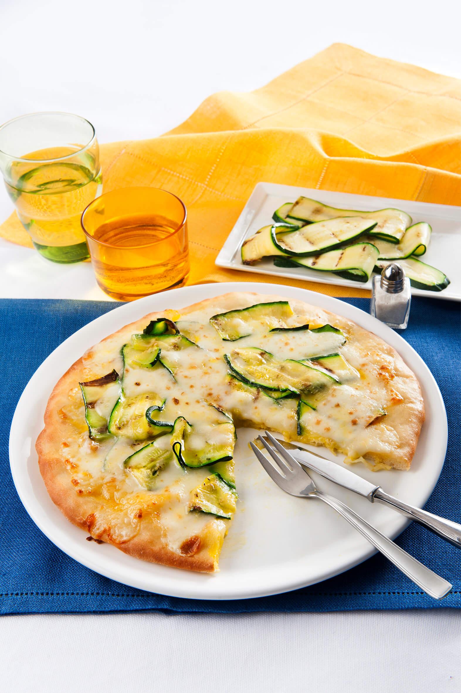 recette weisse pizza mit zucchetti und safran einfache k che pizza und focaccia schnelle. Black Bedroom Furniture Sets. Home Design Ideas