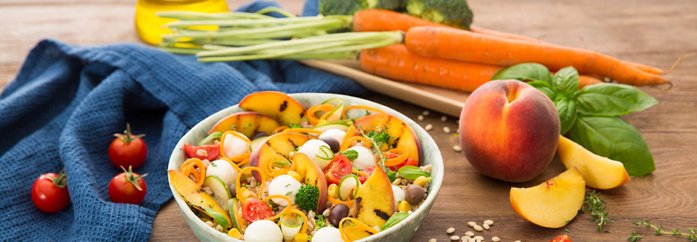 Salade d'épeautre, légumes, pêches et Mozzarelline Fior di Latte