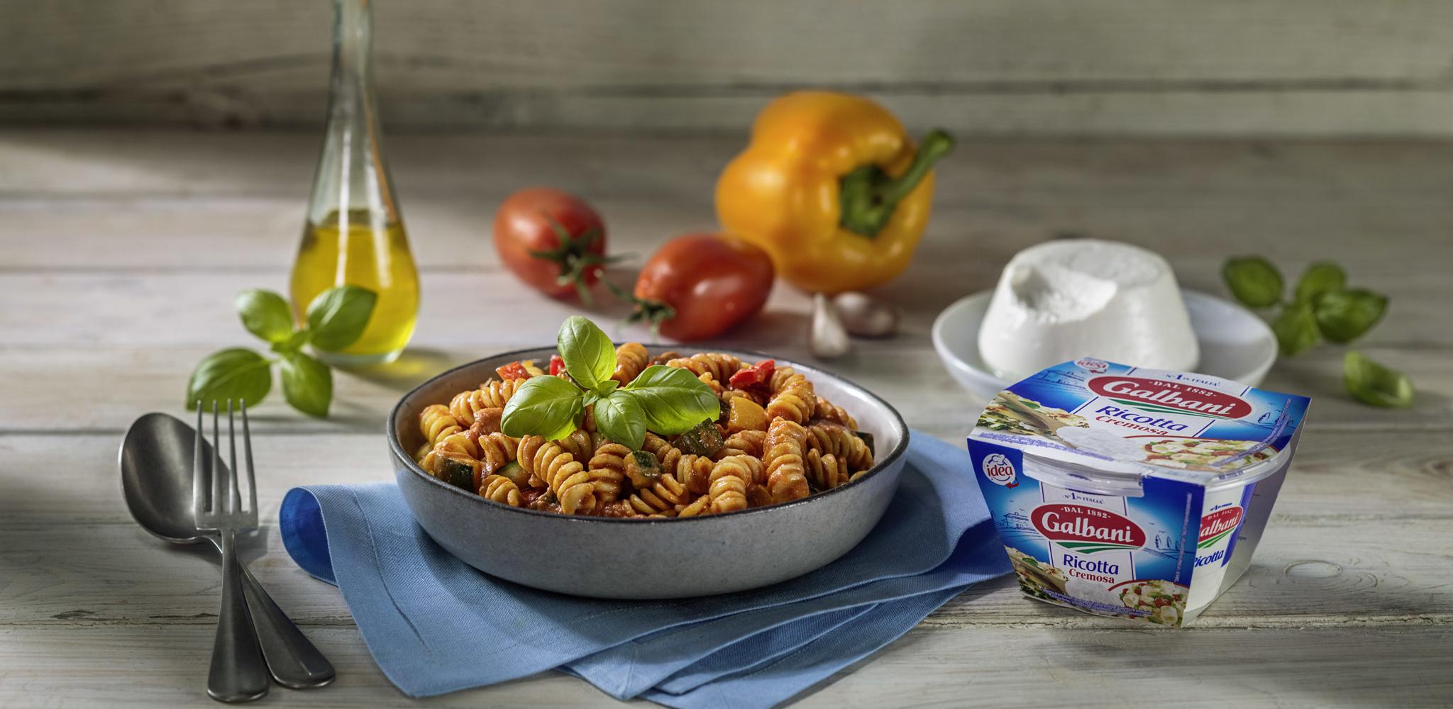 Sugo méditerranéen aux légumes avec Fusilli, Basilic et Ricotta Cremosa